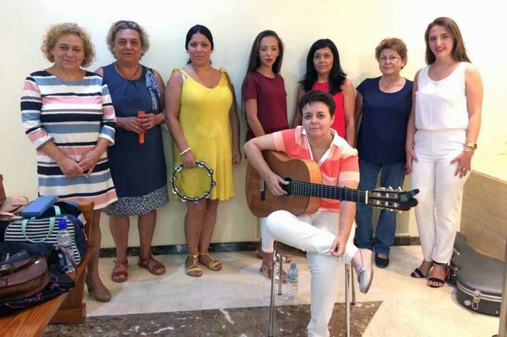 01-Coro-Rociero-Amanecer-en-Casa-Padre-Juan-Bonal-de-las-Hermanas-de-la-Caridad-de-Santa-Ana-en-Dos-Hermanas-Sevilla
