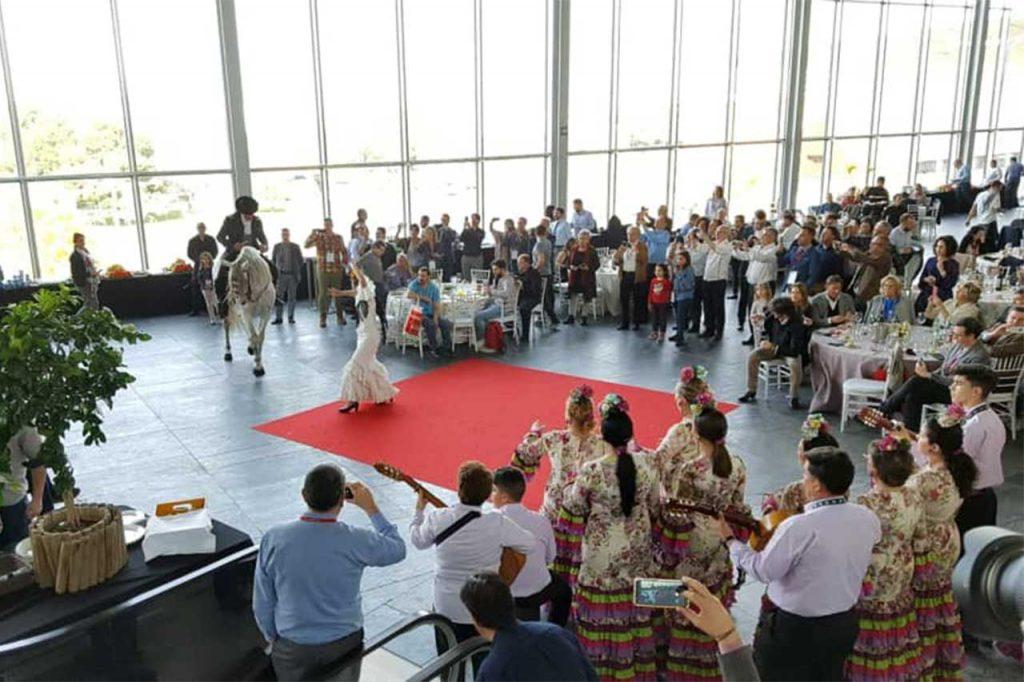 02-Coro-Rociero-Amanecer-en-Fibes,-Palacio-de-Congresos-y-Exposiciones-Sevilla